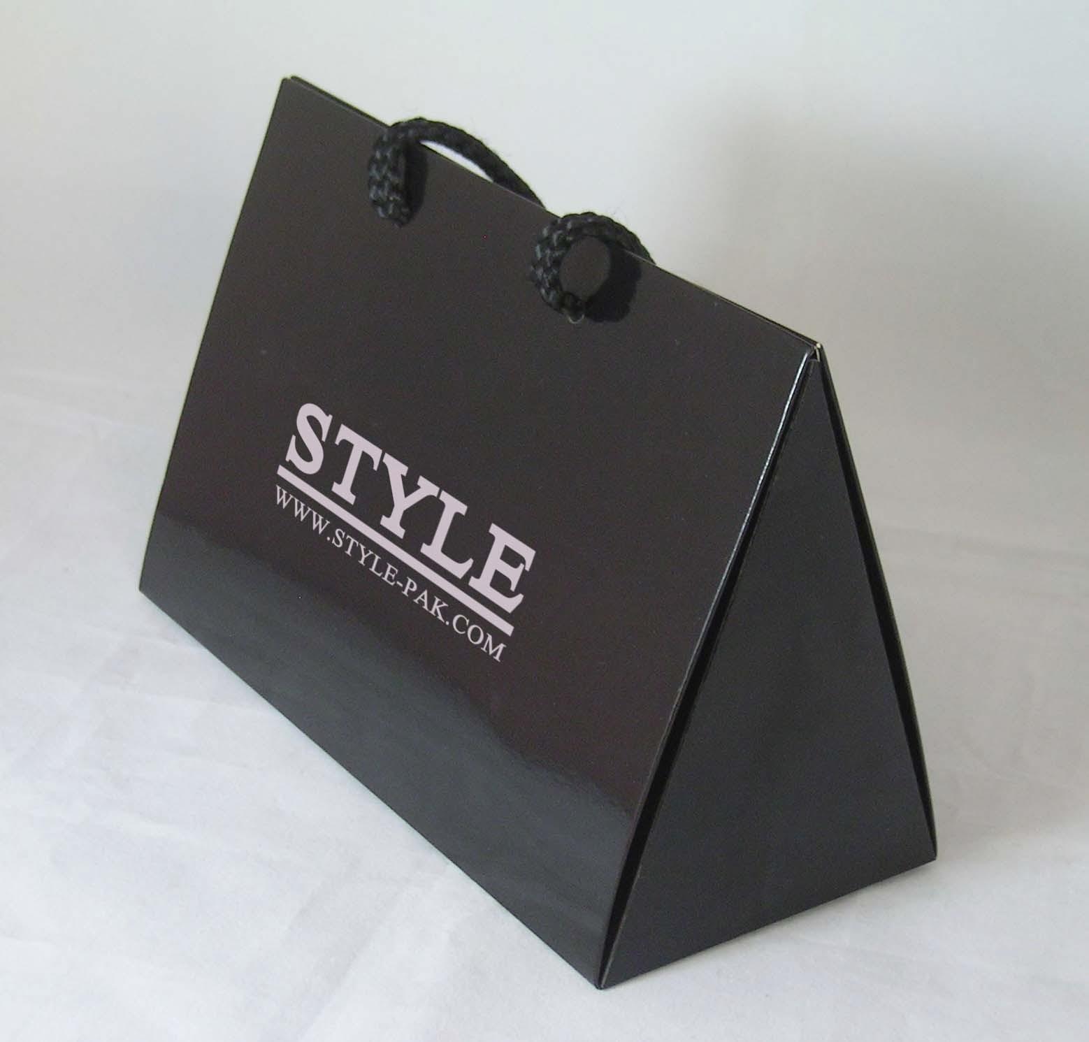 In túi giấy cho shop thời trang | CÔNG TY IN KALAPRESS