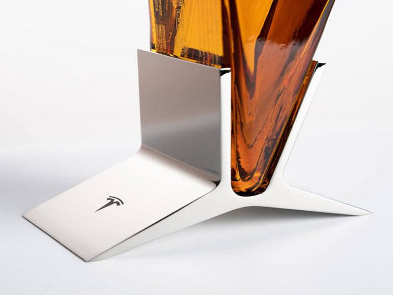 Ấn tượng với thiết kế bao bì chai rượu tequila của Tesla 01   IN KALAPRESS.vn