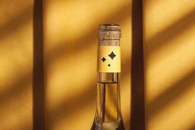 Mẫu thiết kế bao bì vỏ chai rượu đậm chất thi thơ 7